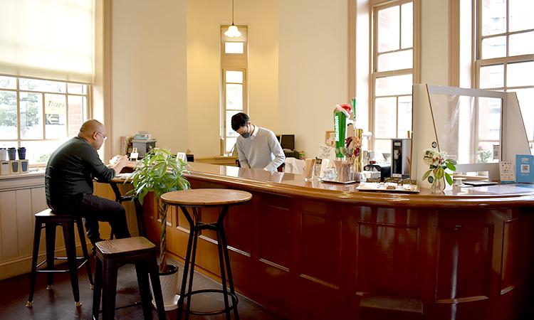 カフェ&Barの内部